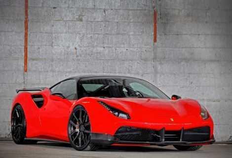 Ruba una Ferrari fingendosi il proprietario