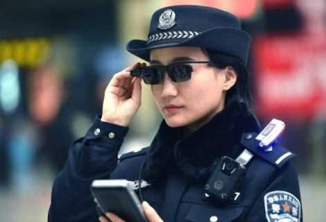 Occhiali per il riconoscimento facciale: cosa farà la polizia cinese?