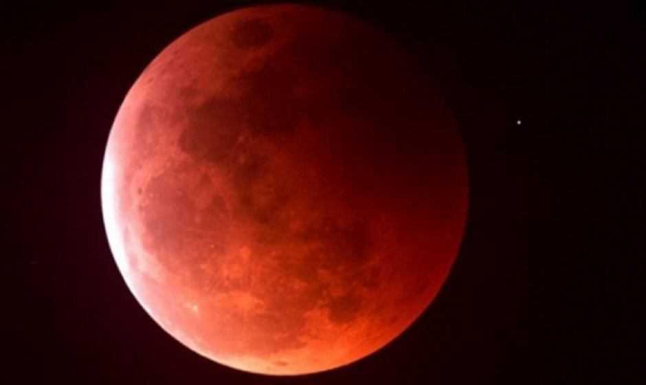 5 consigli per fotografare la Luna Rossa durante l'eclissi del secolo