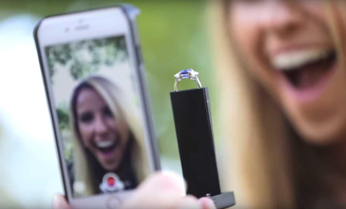 Smartphone: stravaganti accessori per sport, viaggi e quotidiano