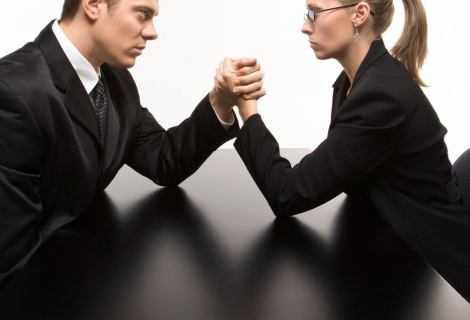 Maschi contro femmine: il cervello si difende in modo diverso