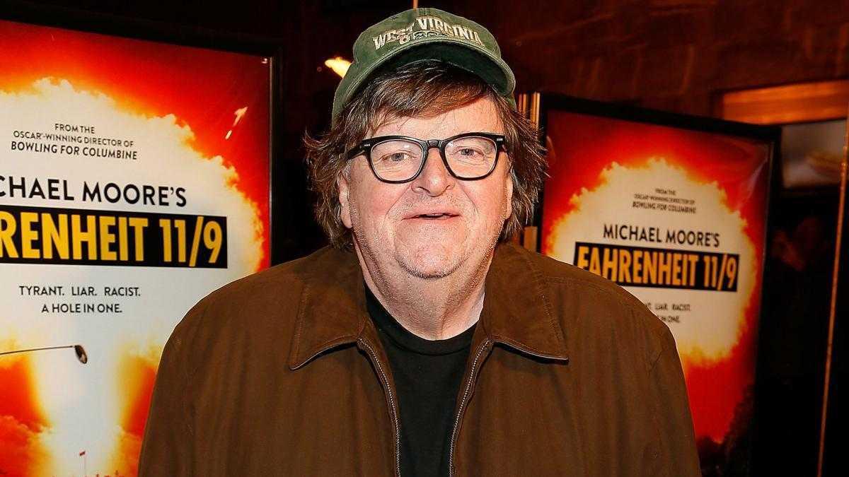 Joker, il duro monito di Michael Moore tramite Facebook