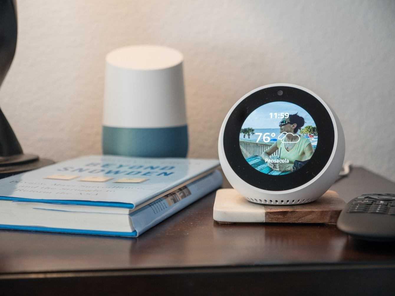Echo Spot ed Alexa: una vita con l'IA di Amazon | Recensione