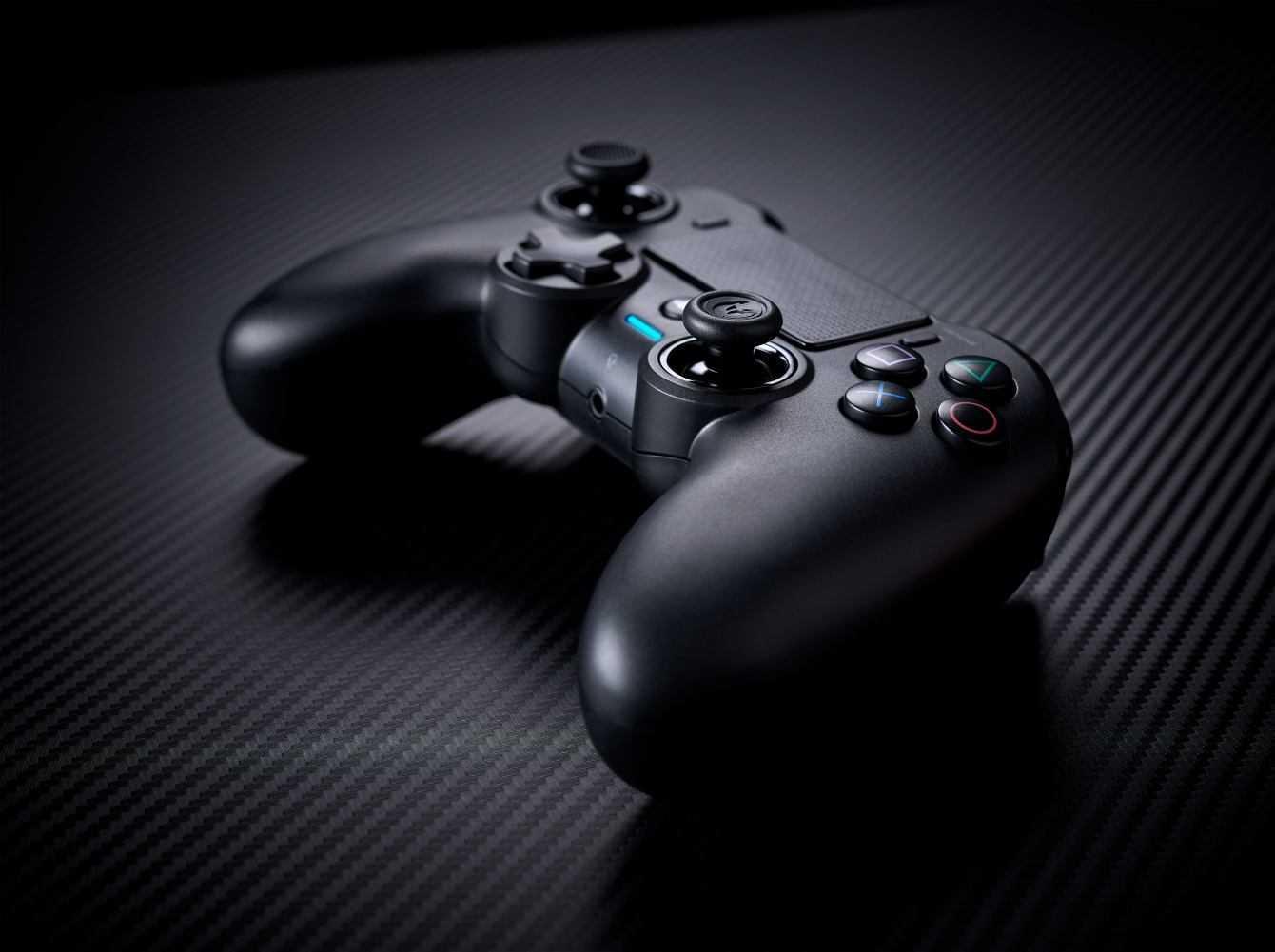 Nacon annuncia l'Asymmetric Wireless Controller per PS4