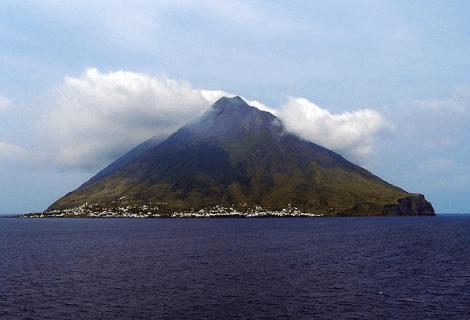 Geologia: il vulcano Stromboli provocò 3 tsunami nel Medioevo