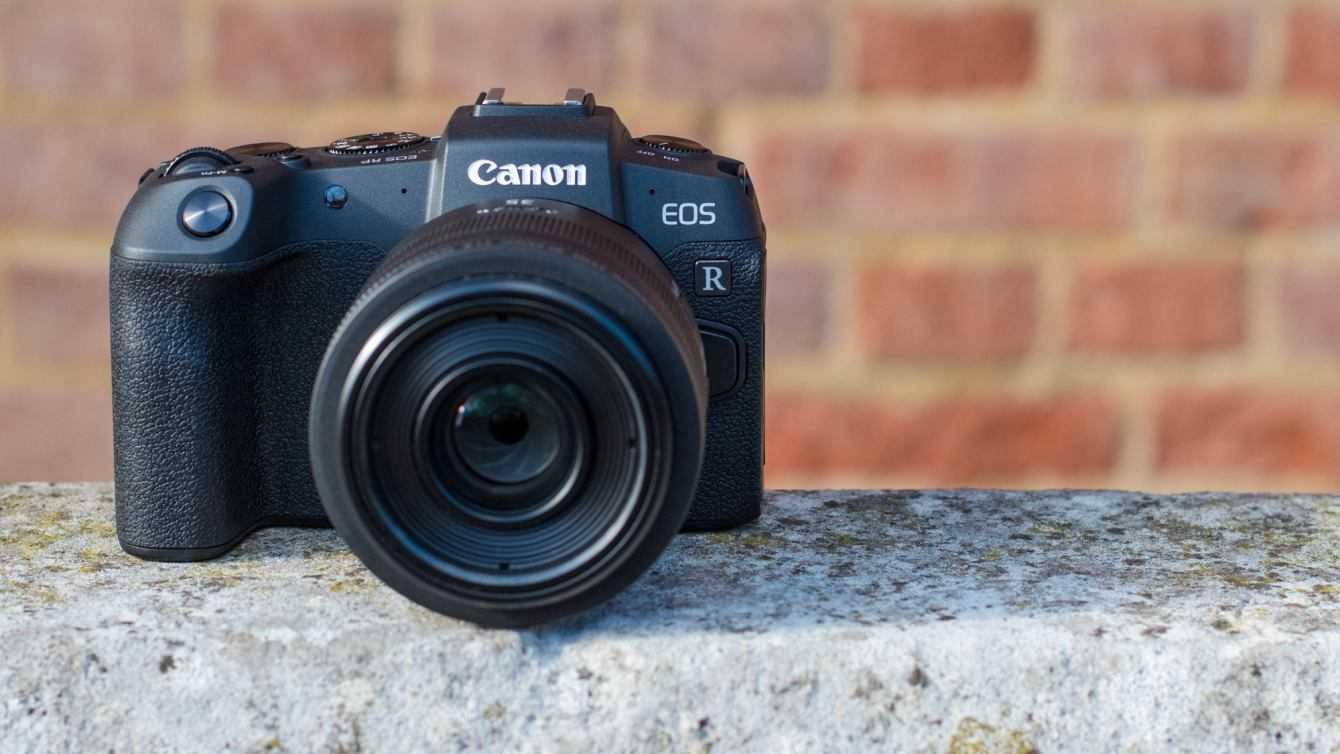 Canon: spunta un sensore Full Frame da 63 MP, nuova EOS R?