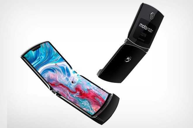 Motorola RAZR con due display: alcune funzioni del pieghevole