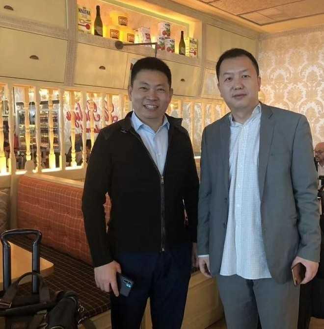 Huawei P30 Pro: prime foto con CEO, prezzo e uscita a Marzo