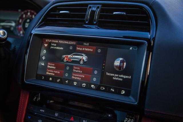 Jaguar F-PACE 2019 Model Year: tanta tecnologia a bordo