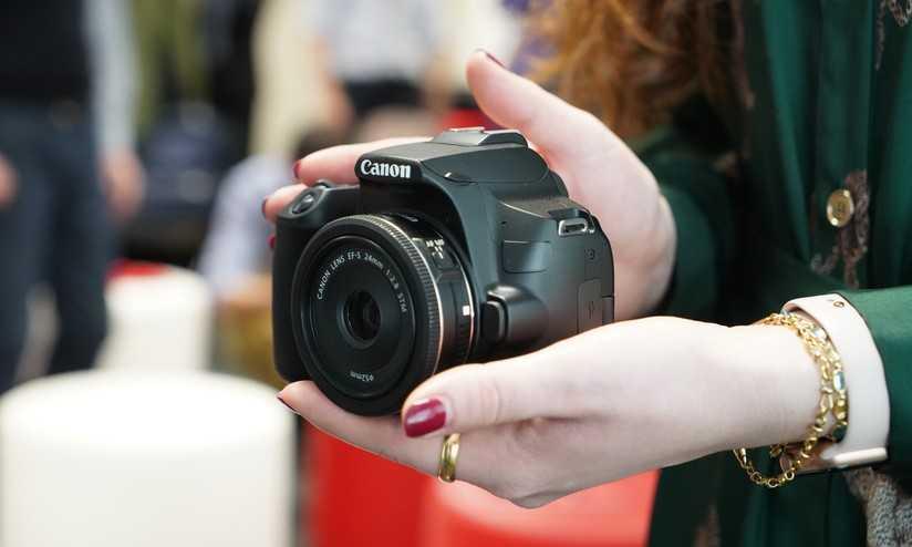Canon EOS 250D: la reflex tascabile per tutti