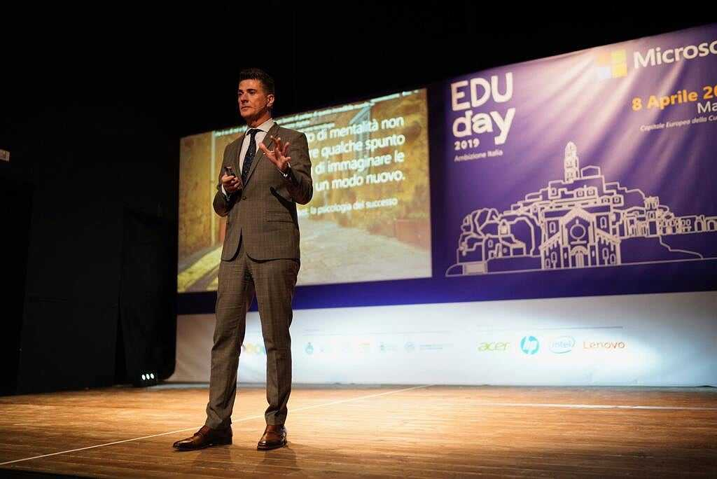Microsoft porta la scuola digitale al Sud: a Matera un nuovo hub