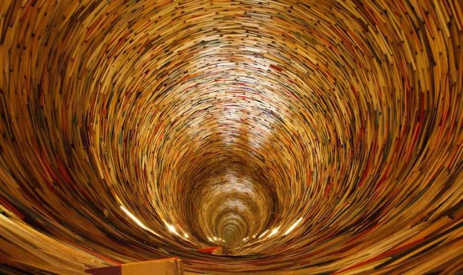 Idiom, il pozzo di libri nella Biblioteca comunale di Praga