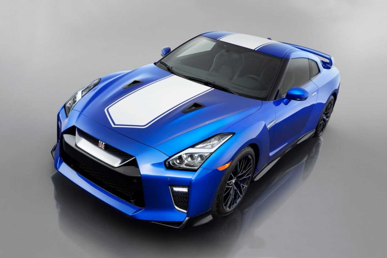 Nissan GT-R 50th Anniversary Edition debutta a New York