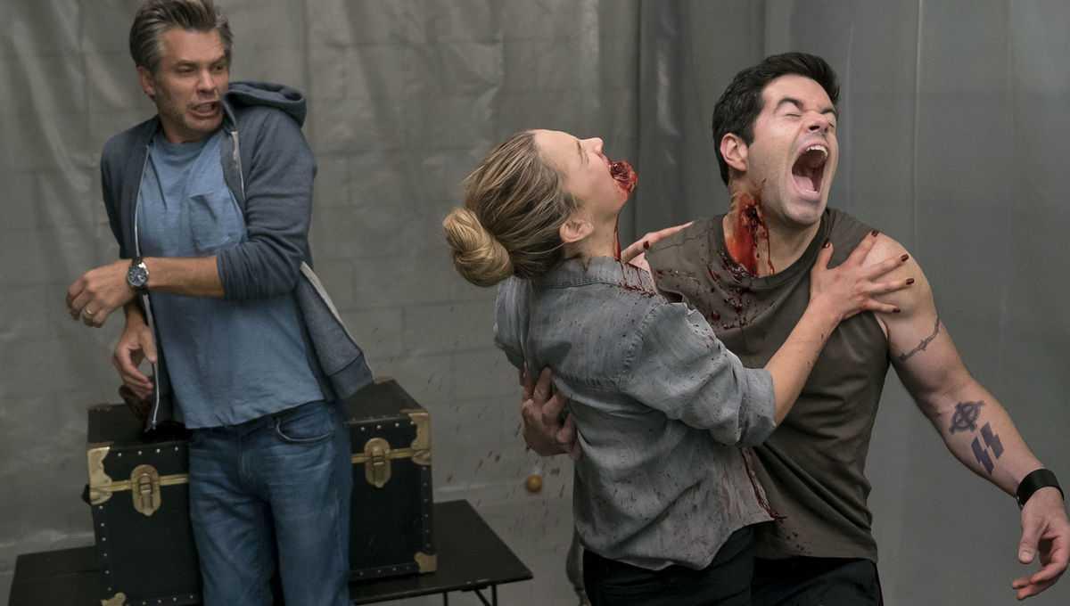 Recensione Santa Clarita Diet 3: gli zombie non sono mai stati così divertenti