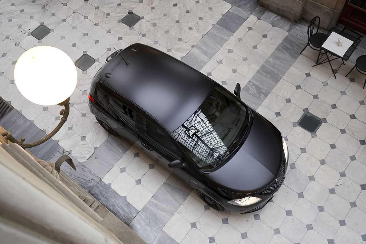 Lancia Ypsilon Black and Noir: abito perfetto in ogni occasione