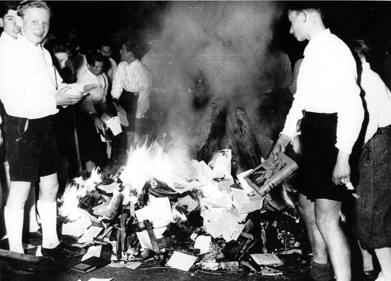 Rogo di libri: cosa accadde il 10 maggio 1933 a Berlino