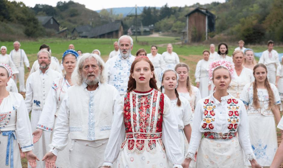 Recensione Midsommar – Il Villaggio dei Dannati: horror visionario