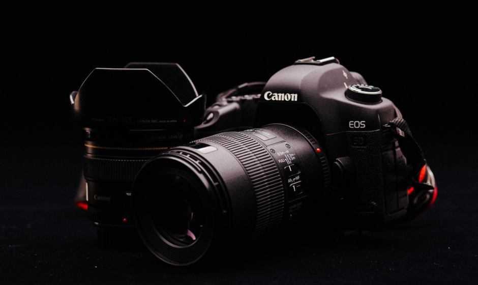 Canon 90D: rumor specifiche parlano di IBIS, uscita in agosto