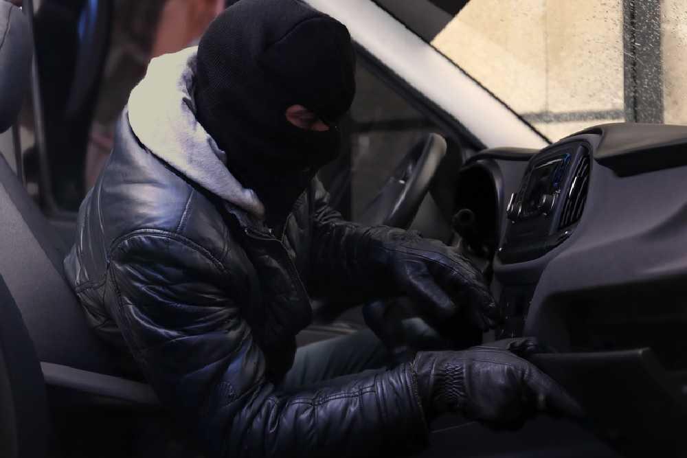Nuovo boom dei furti di auto a noleggio: danni ingenti