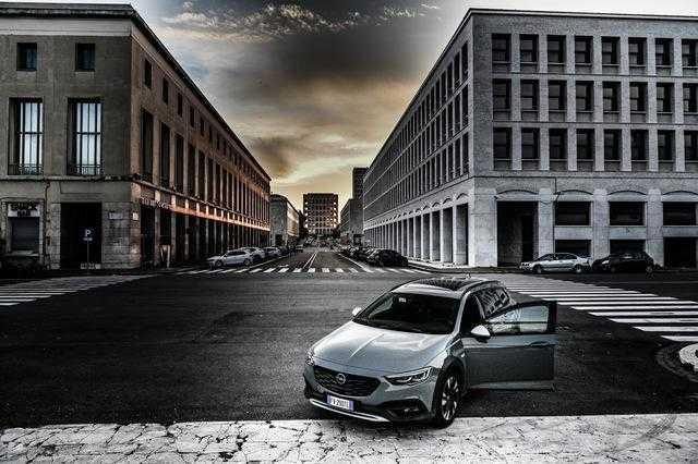 Opel Insignia country tourer: nuova versione dell'ammiraglia