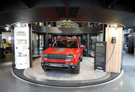 Nuova Jeep Renegade Hybrid Plug-in a Parigi