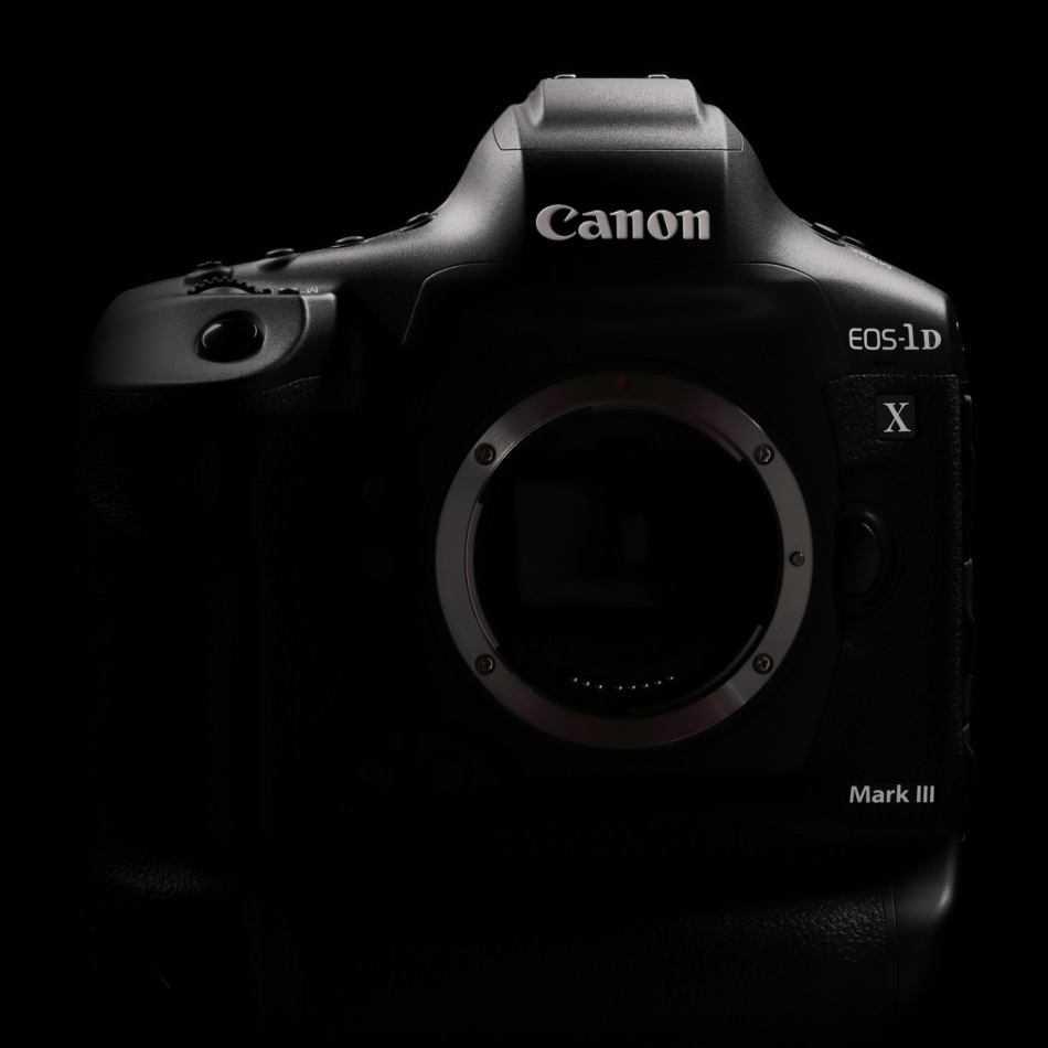 Canon EOS 1DX Mark III: lo sviluppo della reflex è ufficiale
