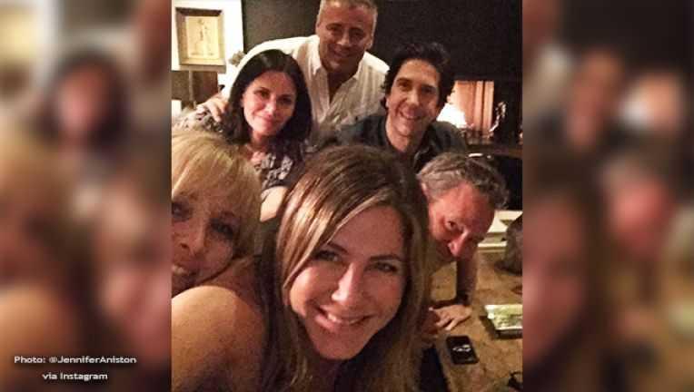 Jennifer Aniston e la verità sul selfie con i colleghi di Friends