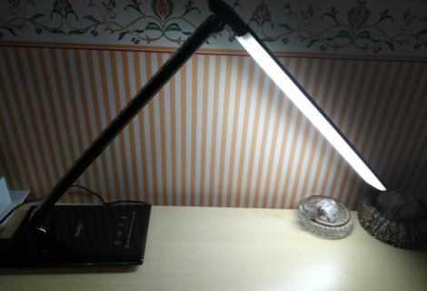 Recensione AUKEY LT-T10: la lampada da tavolo elegante e ricca di funzioni