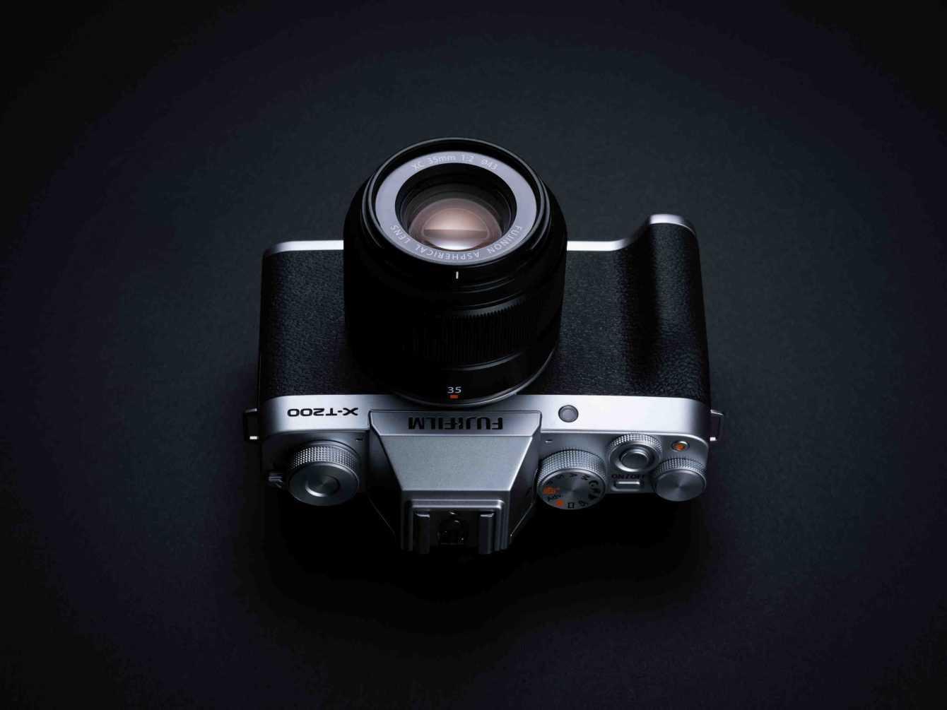 FUJIFILM X-T200 ufficiale: la entry level che punta in alto