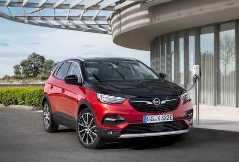 Arriva Grandland X PHEV: primo veicolo elettrico ibrido plug-in di Opel