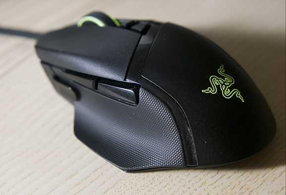 Recensione Razer Basilisk V2: il mouse per FPS e non solo