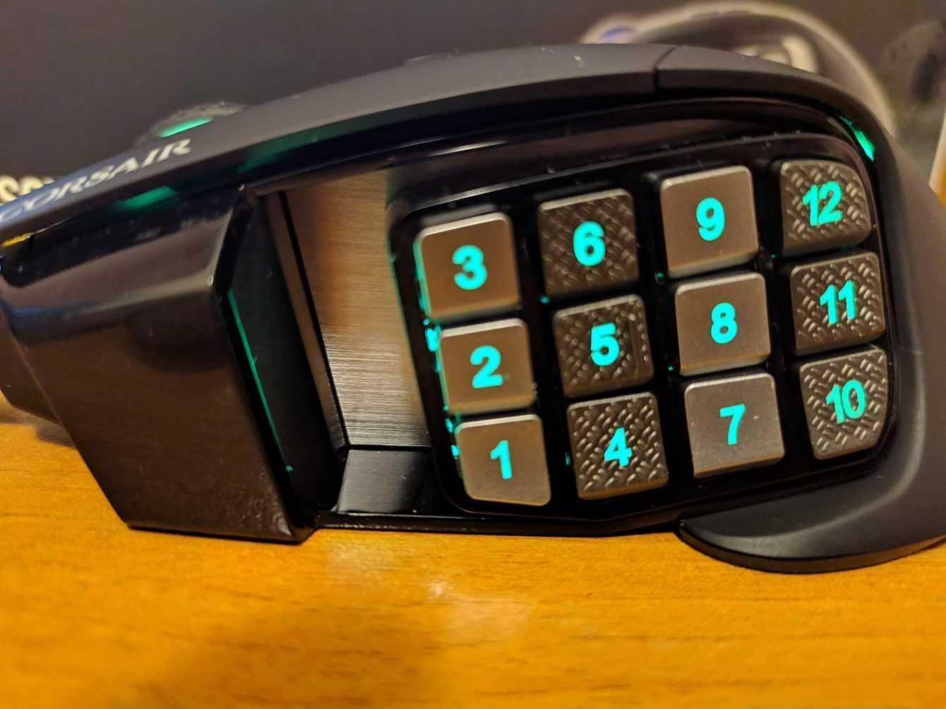 Recensione Corsair Scimitar RGB Elite: mouse da gaming