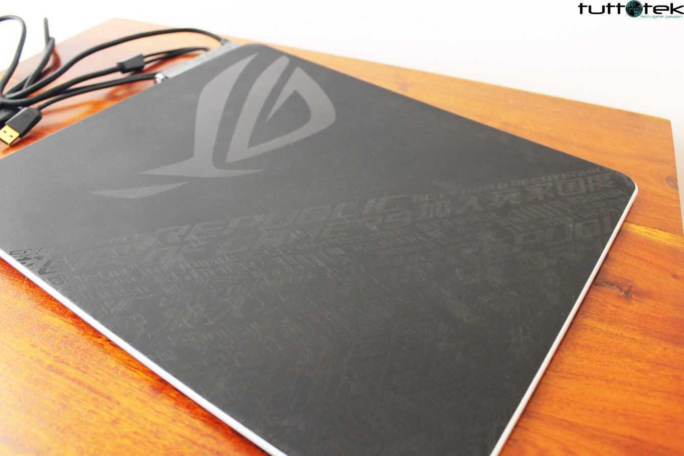 Recensione ASUS Rog Balteus Qi: il tappetino che vi ricarica i device