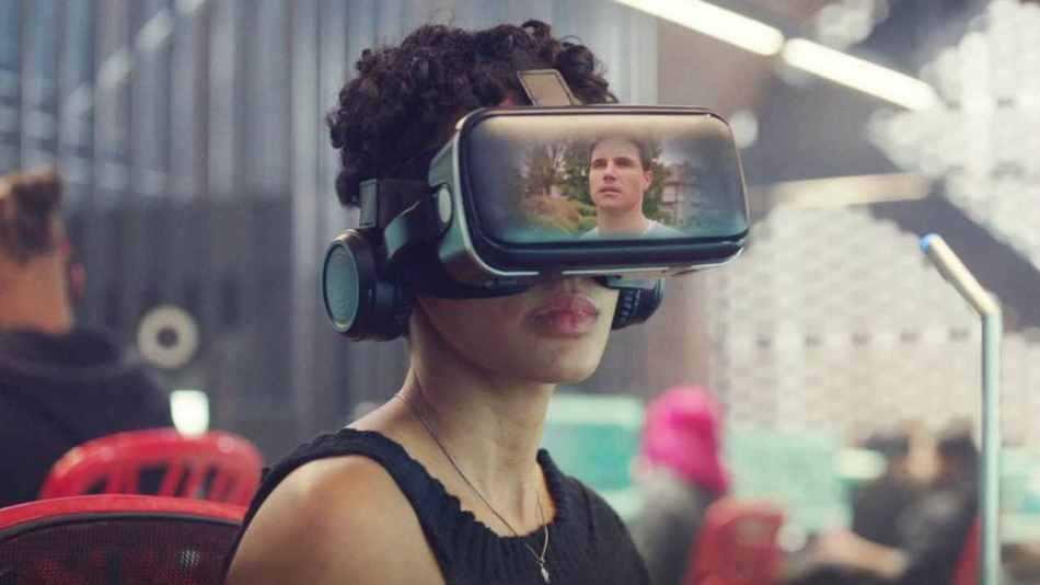 Recensione Upload: l'invasione della tecnologia dopo la morte
