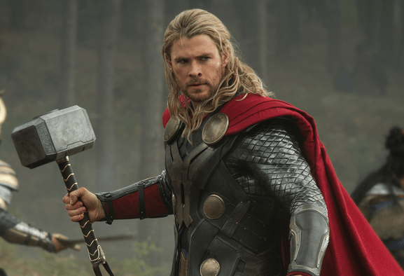 Chris Hemsworth offre un invito alla premiere di Thor: Love and Thunder