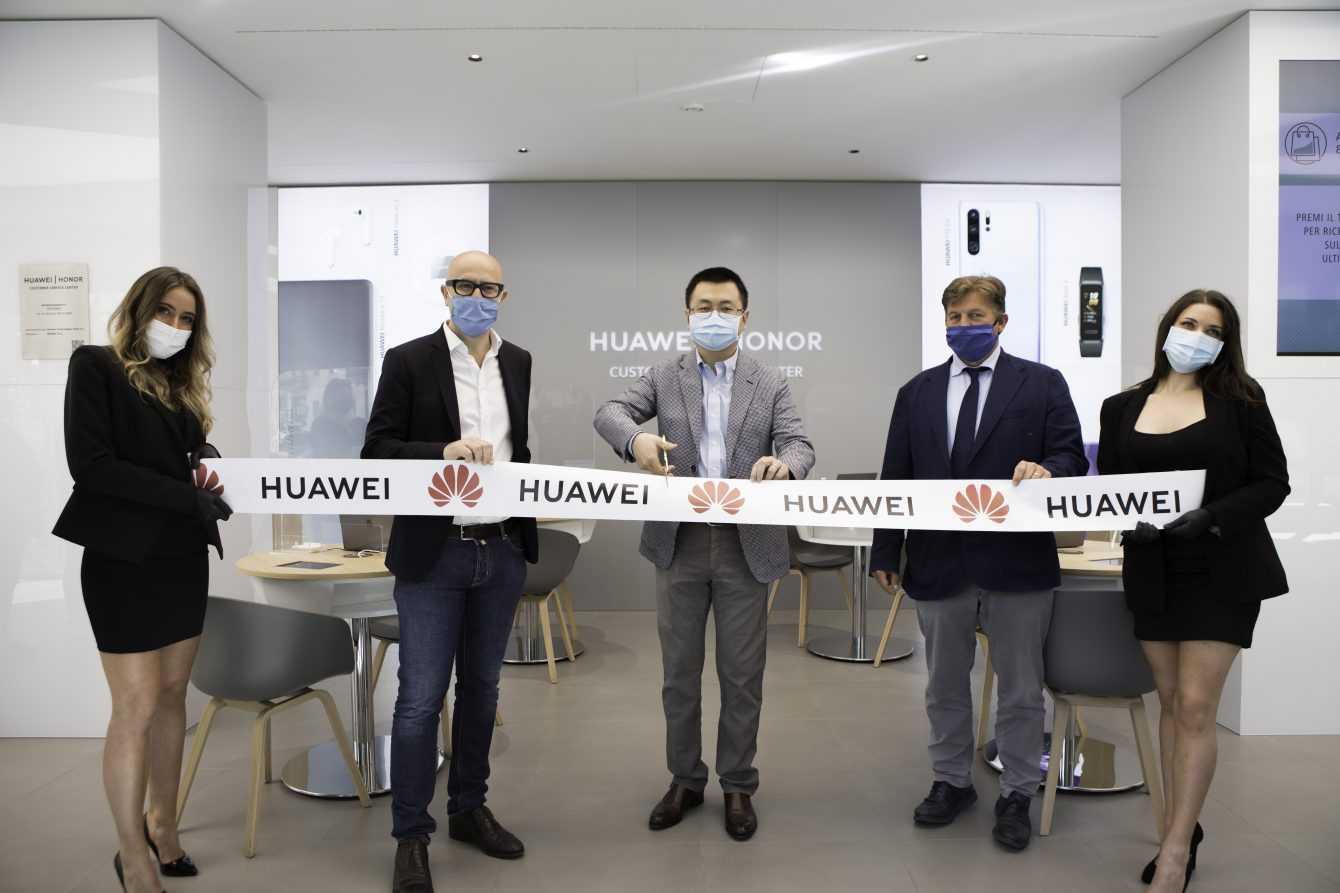 HUAWEI Customer Service Center: arriva a Milano una nuova tipologia di centro assistenza