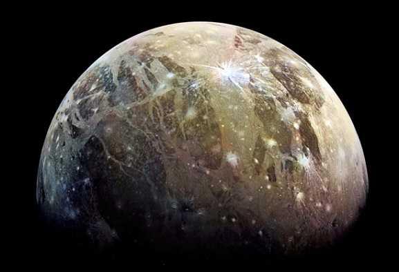 Juno: prime immagini del polo nord di Ganimede