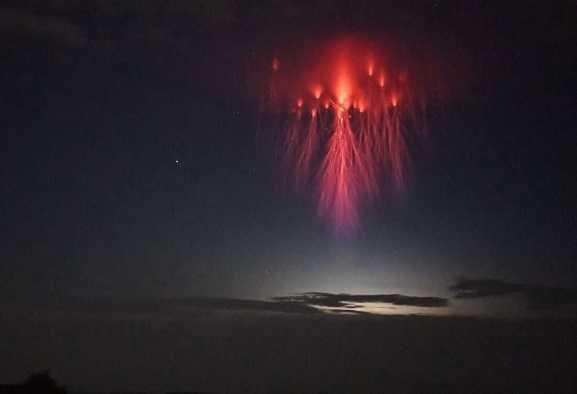 Spettri rossi: un raro ed affascinante fenomeno atmosferico
