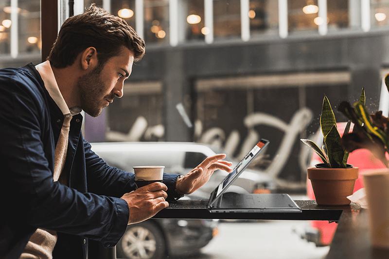 Acer TravelMate: notebook che strizzano l'occhio all'utenza professionale