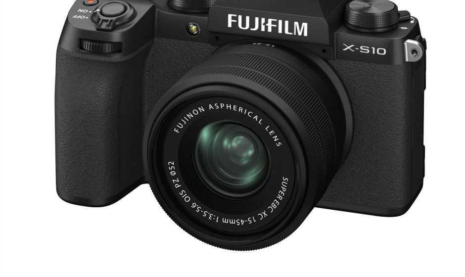 Fujifilm X-S10: la nuova fotocamera con stabilizzatore compatto