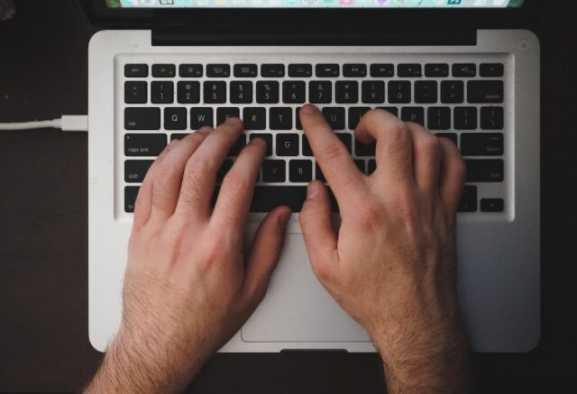 Apple verso il futuro: in arrivo una tastiera virtuale?