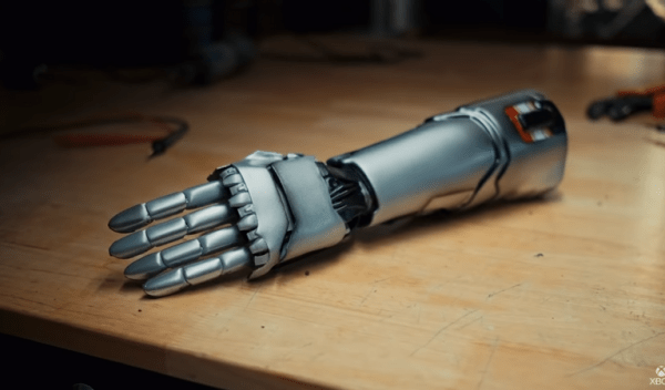 Cyberpunk 2077: un'azienda ha creato un braccio prostetico ispirato a quello Johnny Silverhand nella vita reale
