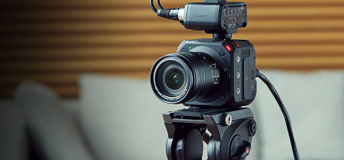 Panasonic LUMIX BGH1: una mirrorless o una videocamera professionale?
