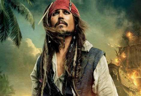Pirati dei caraibi: Johnny Depp e il bacio a Keira Knightley