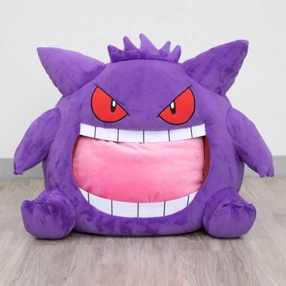 Pokémon: il nuovo peluche permette di dormire dentro... Gengar!