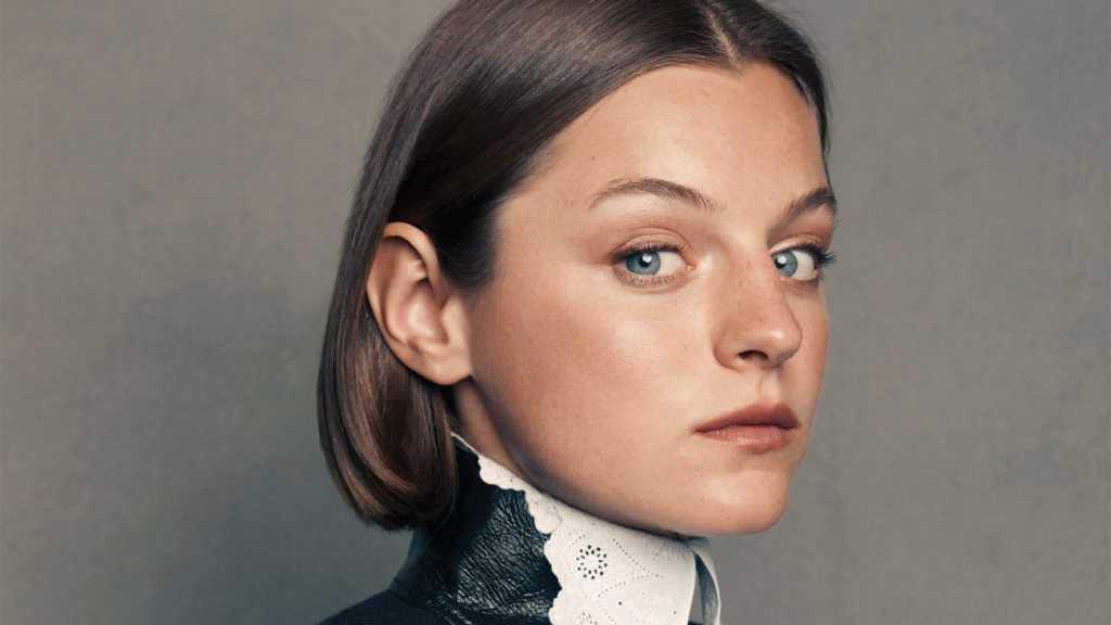 Emma Corrin: protagonista del film L'amante di Lady Chatterley