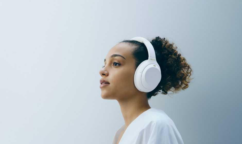 Sony: presentate le cuffie WH-1000XM4 in edizione Silent White