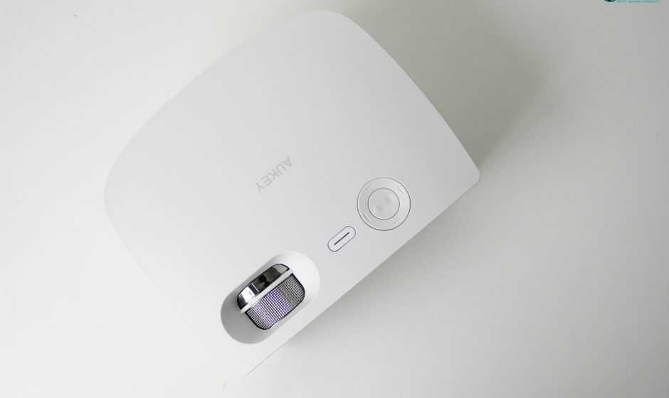 Recensione Aukey Mini Proiettore portatile: prezzo basso, esperienza d'impatto