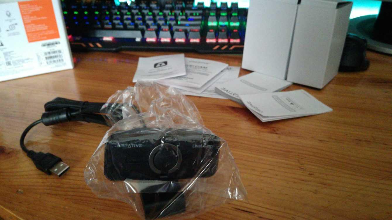 Recensione Creative Live!Cam 1080p V2: la webcam compatta