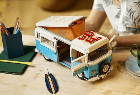 LEGO presenta il nuovo set LEGO Volkswagen T2 Camper